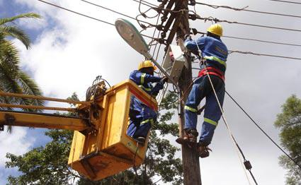The High Court in Meru has ordered Kenya Power to pay a 16-year-old girl Ksh 22 million after she was electrocuted, leading to amputation of her arms three years ago.